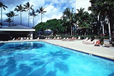 夏のリゾートと青いプール