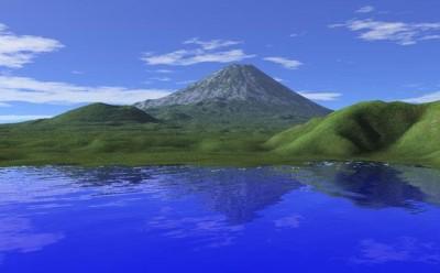 初夏の湖と山々