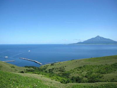 初夏の海と丘と島