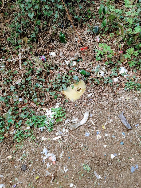 Détritus sur le sol Objectif zéro déchet