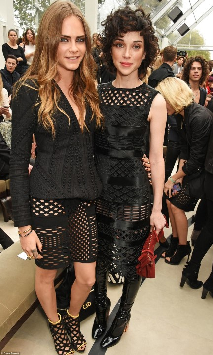 2C9992EC00000578-3243288-Coordinated_couple_Cara_and_St_Vincent_both_wore_black_pieces_fr-a-192_1442849087178 (Custom)