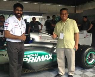 PDB IMG 1 Akbar M Thayoob (Left) and Aminul Rashid Mohd Zamzam (Right) posing with the PETRONAS PRIMAX branded formula one car