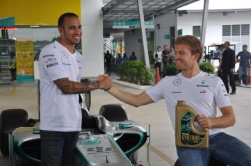 PDB IMG 4 Nico and Lewis team up to surprise PETRONAS' customers