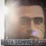 Maradona, il murale con Gramsci diventa un tributo: 'Hasta siempre Diego'