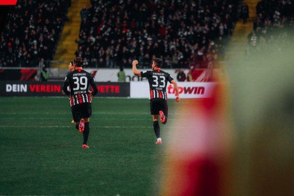 André Silva quis ajudar, mas não evitou derrota do Eintracht no intervalo europeu :: zerozero.pt