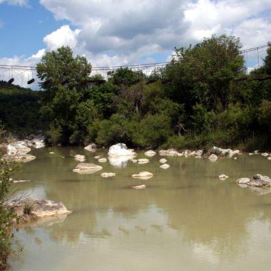 Ponte sospeso sul Fiume Orcia