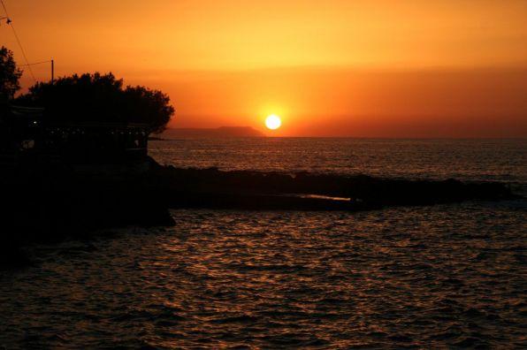 Tramonto sul mare a Milatos