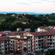 Palazzi di Viale Mazzini e Certosa dell'Osservanza sullo sfondo