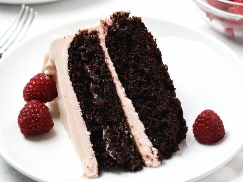 Gluten free chocolate raspberry cake - Zest and Lemons
