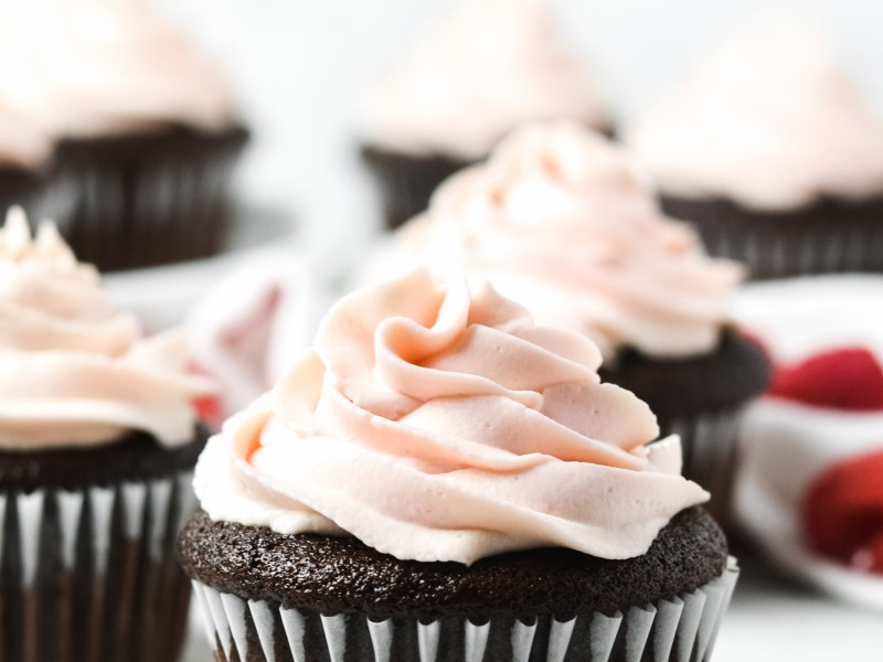 gluten free chocolate cupcakes with raspberry frosting - Zest and Lemons