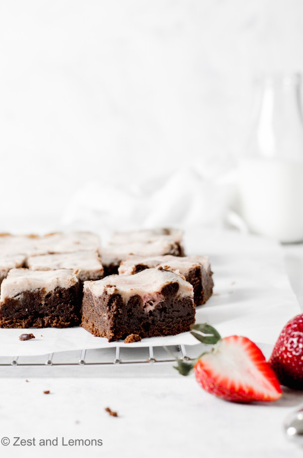 Gluten free strawberry cheesecake brownies - Zest and Lemons