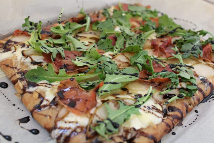 Pear, Prosciutto & Brie Flatbread - sweet pears, salty prosciutto, creamy brie and fresh arugula come together wonderfully in this delicious flatbread. The flavours balance one another perfectly making this flatbread is absolutely addictive. Can be enjoyed either as an appetizer or as a meal.