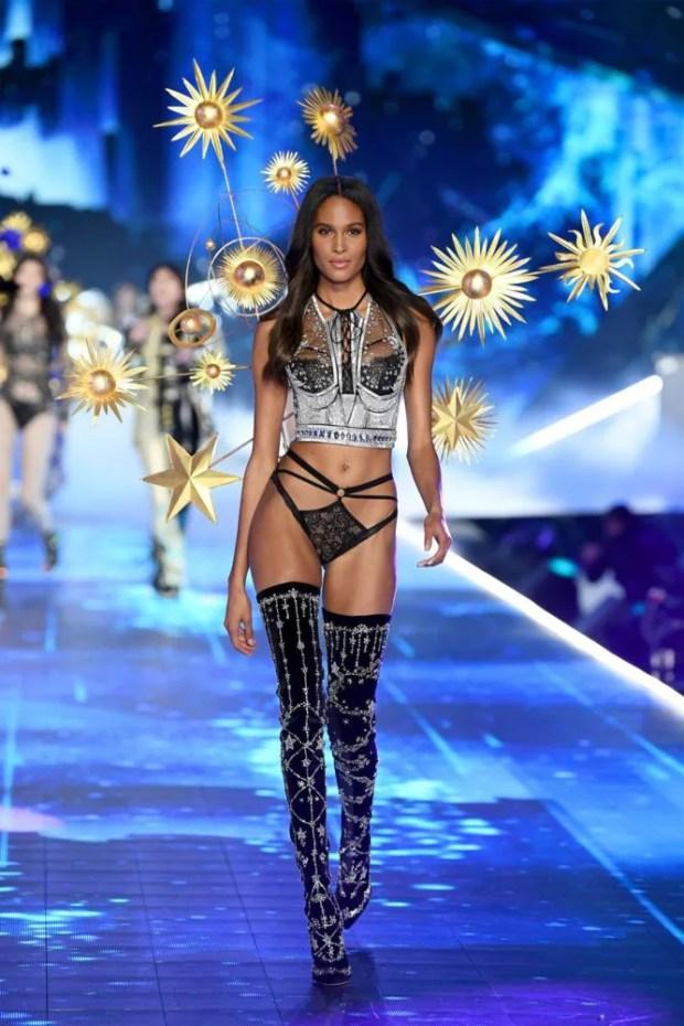 victorias-secret-fashion-show-2018-cindy-bruna