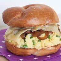 ביצה מקושקשת פלאפית (או כריך המקושקשת הכי טעים בעולם)
