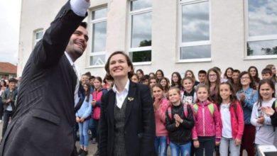 Photo of Shahini jep lajmin e mirë: Pas shumë vite përpjekjesh, shqiptarëve në Serbi u lejohet përdorimi i librave shkollorë nga Shqipëria