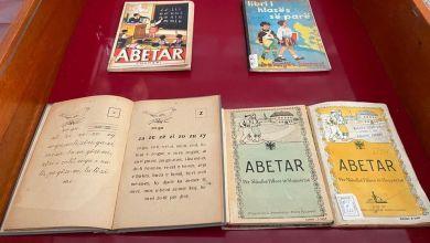 Photo of FOTO/ Ekspozohen 100 Abetare të gjuhës shqipe, që nga ajo e Veqilharxhit