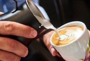 kava s toplim mlijekom / franck zagreb