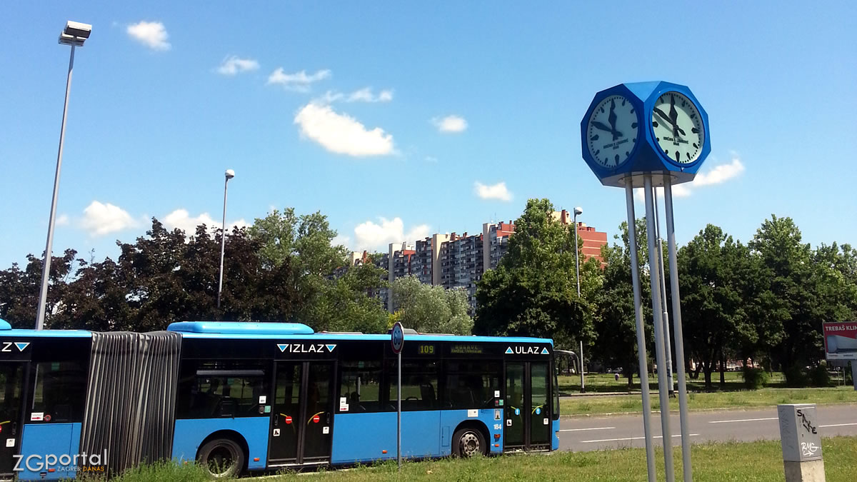 ZET bus 109 / Javni gradski sat / Mamutica / Vatikanska ulica, Dugave / Zagreb, srpanj 2017.