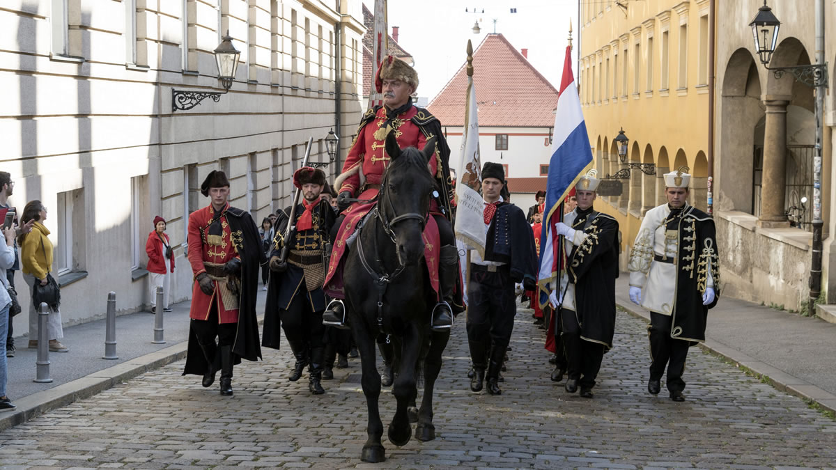 kravat pukovnija - kamenita vrata, gornji grad, zagreb / listopad 2019.