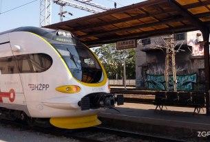 vlak HŽ serija 6112 - niskopodni elektromotorni vlaka za regionalni promet / glavni kolodvor zagreb / rujan 2015.