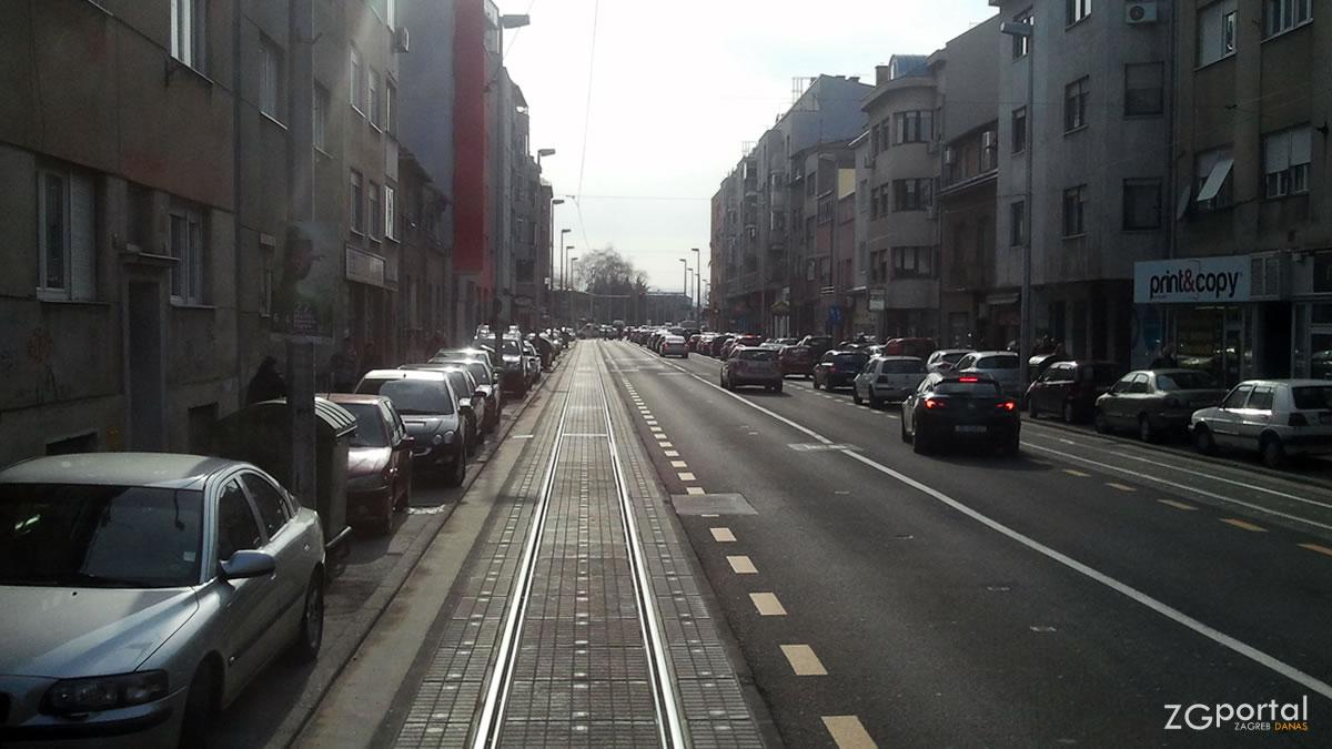 ozaljska ulica, trešnjevka, zagreb / travanj 2013.