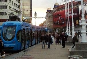 tramvajska stanica - trg bana jelačića, zagreb - travanj 2013.
