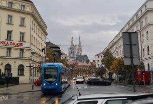 zagrebačka katedrala - tramvaj 17 - ulica franje račkog, zagreb - listopad 2020.