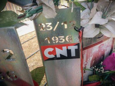 Homenaje a los afiliados a la CNT en el cementerio de Torrero