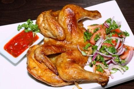 Вкусный цыпленок табака. Сочное тушеное мясо с острым соусом.