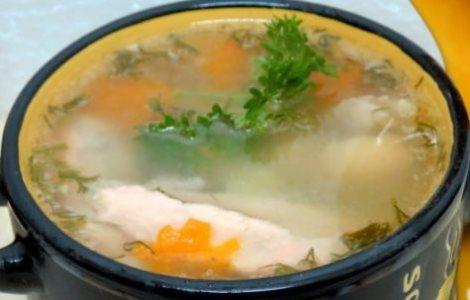 Уха рыба, курица, овощи. Суп куриный лосось, морковь, картошка, лук.
