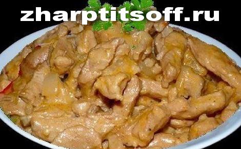 Бефстроганов из курицы плюс подливка из сметаны. Куриное жаркое.