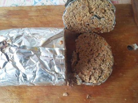 Печеночная колбаса в духовке. Куриная печень, лук, морковь и свекла.