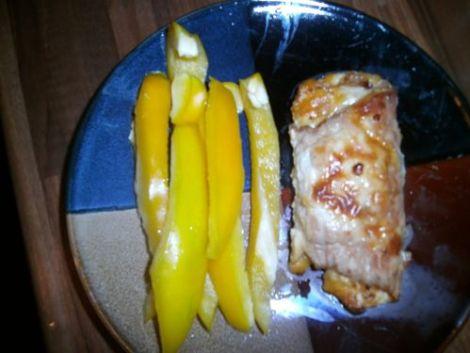 Рулетики из индейки сыр с яблоком. Запекаем в фольге в духовке.