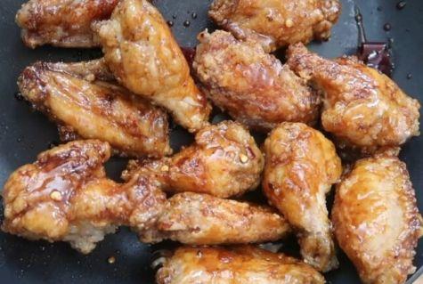 Рецепт вкусных куриных крылышек. Хрустящие в остром соусе.