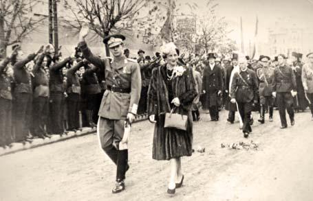 Regele Mihai, Regina Mamă, Mareşalul Antonescu şi legionari la Iaşi