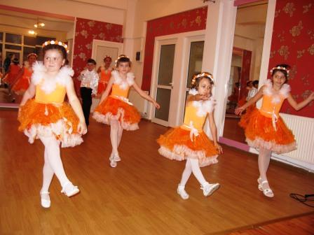 """Asociația Culturală """"Do Mi Dance"""" merge la """"Mamaia copiilor"""""""