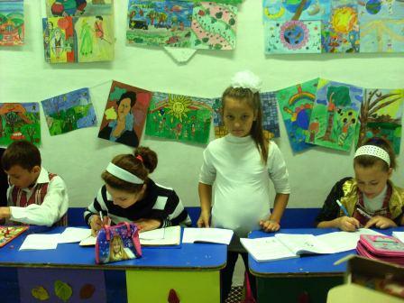 """Centrul de la Școala """"Calistrat Hogaș"""", a doua casă pentru copii"""