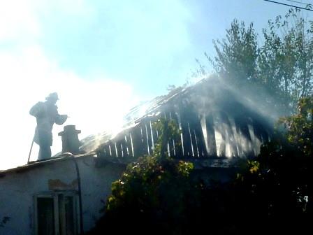 Casă incendiată pe strada Moldovei