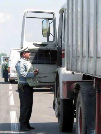 Transportatori de persoane și mărfuri sancționați de polițiști