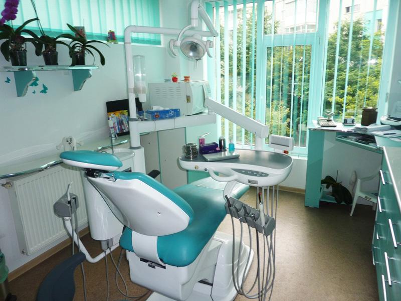 Tratamente stomatologice nonstop la clinica StomCLASS din Roman