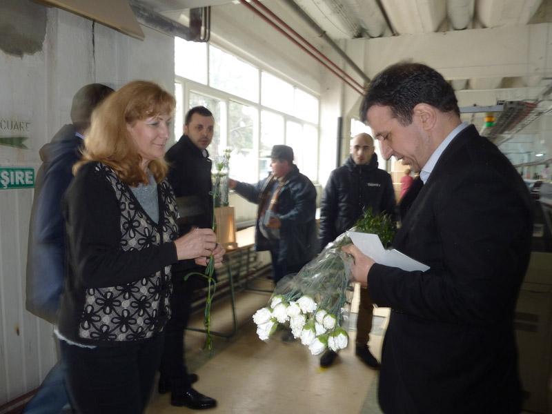 Liberalii au împărțit mulțumiri şi flori