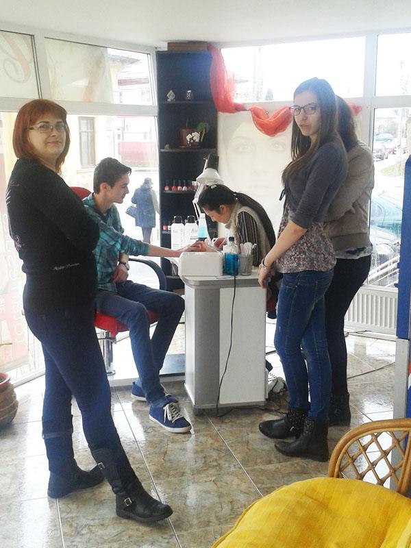 "Elevii de la ""Vasile Sav"" aplică programul Job Shadow Day"