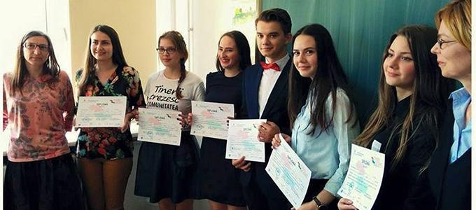 """Echipa CNRV s-a calificat în finala """"Tinerii Dezbat"""""""