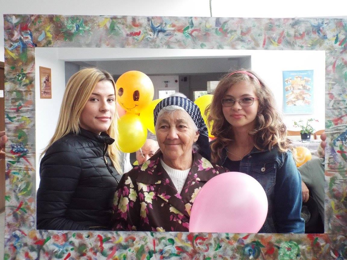 """""""Muşatinii"""" i-au sărbătorit pe bunicii din Centrul Rezidențial"""
