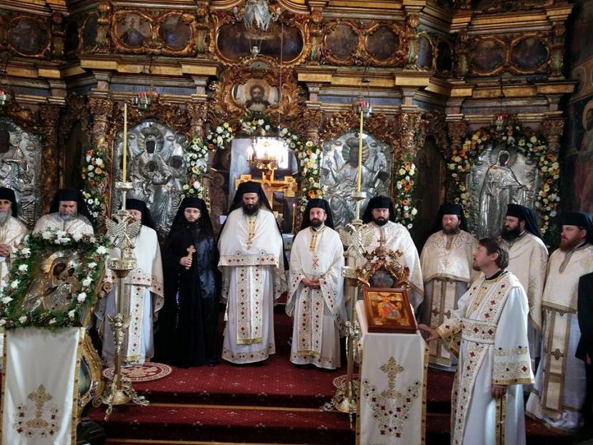 Slujbă de pomenire pentru ctitorii Catedralei Arhiepiscopale din Roman