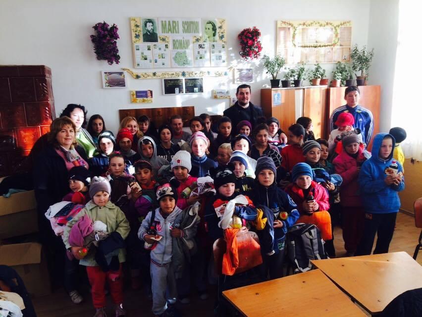 Moş Nicolae a venit mai devreme la copiii din satul Slobozia