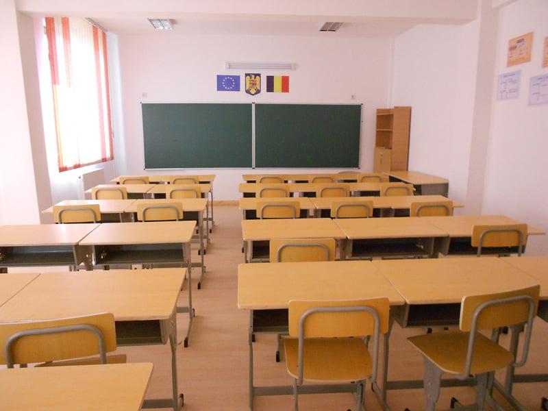 Proiecte de 10 milioane de euro pentru ca sute de copii să facă școală