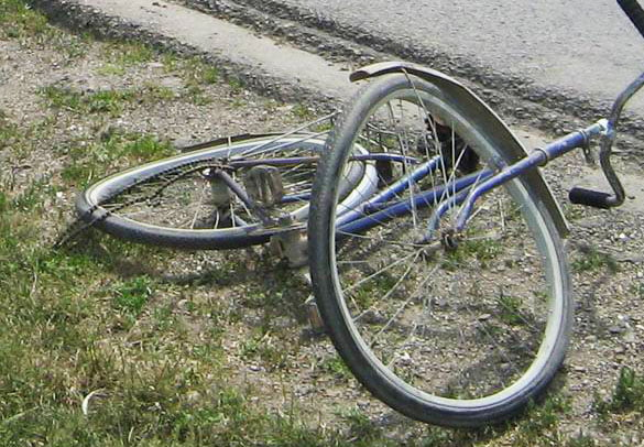 Biciclist decedat după ce s-a izbit de un cap de podeț