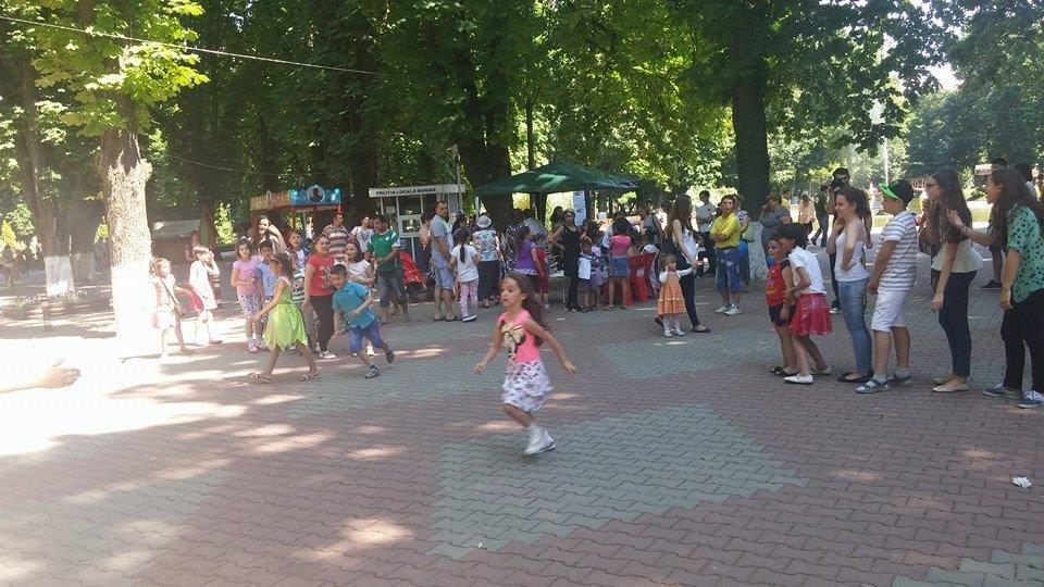 PTP Chapter Roman sărbătorește copiii în Parcul Municipal