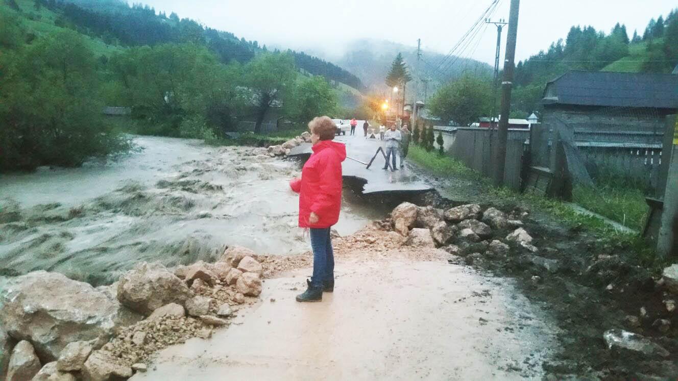 Bani de la Guvern pentru refacerea infrastructurii afectate de inundații
